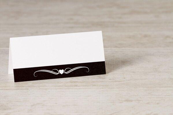 wit-tafelkaartje-met-zwarte-band-hartje-en-krul-TA0122-1500007-03-1