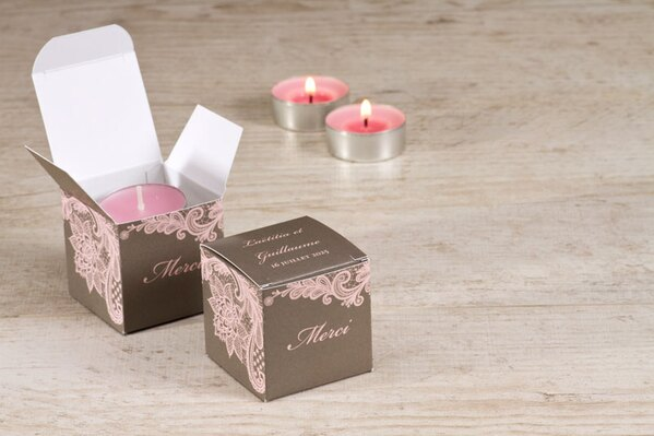 boite-a-dragees-cube-mariage-dentelle-taupe-et-rose-TA0175-1700010-02-1