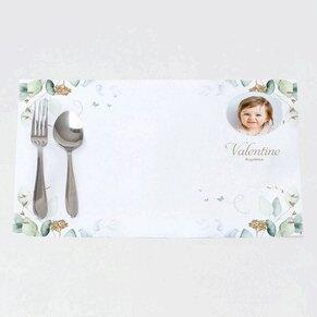 set-de-table-bapteme-eucalyptus-et-fleurs-dorees-TA05906-2000002-02-1