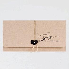 enveloptrouwkaart-in-eco-met-hartje-als-sluiting-buromac-106113-TA106-113-03-1