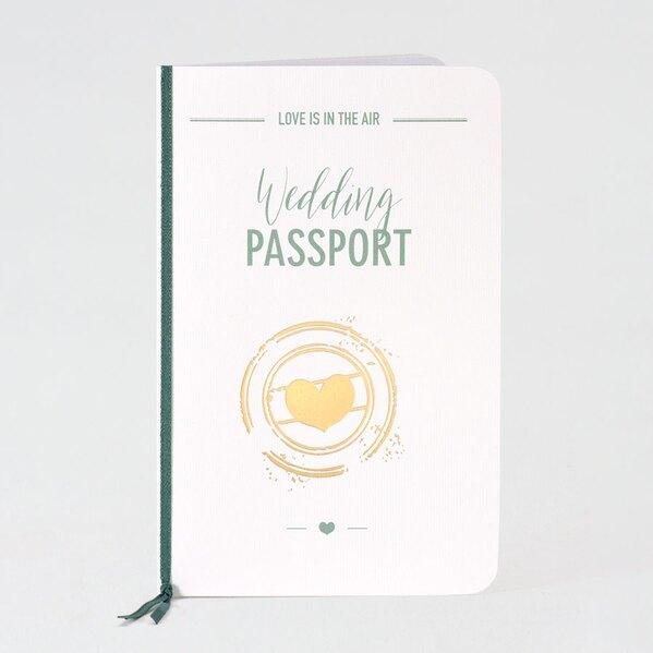 paspoort-trouwuitnodiging-muntgroen-met-gouden-hartje-buromac-108045-TA108-045-03-1