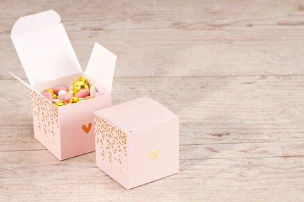 contenant-a-dragees-mariage-cube-rose-laurier-et-coeur-dores-TA119-701-02-1