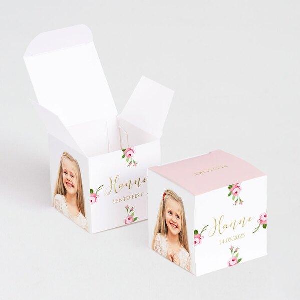 kubusdoosje-met-roze-bloempjes-foto-en-naam-in-goudfolie-TA1223-1900018-03-1
