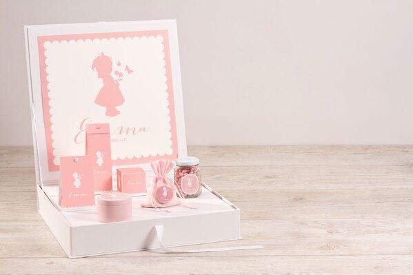 presentatiedoos-met-geboorteposters-silhouet-meisje-met-bloemen-TA1573-1800108-03-1